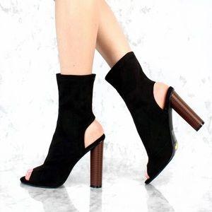 Shoes - LAST ONE, S/8️⃣❗️Black Faux Suade Peep Toe Booties